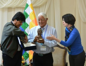 Evo Morales - Award to LP - Defender of His People and of Mother Earth - Lenny Foster Accepts 20151012